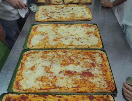 La passione per la pizza si scatena!!